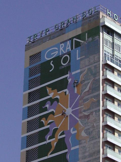 Hotel meli gran sol restauraci n fachada con mural y - Trabajos verticales en alicante ...